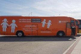 La Policía vuelve a denunciar en Cibeles a Hazte Oír con el tercer autobús que ha puesto en circulación