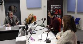 Méndez de Vigo visita M21 con Carmena y resalta la necesidad de una radio pública municipal