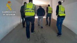 Dos detenidos por estafar a 29 desempleados con falsas ofertas en Qatar