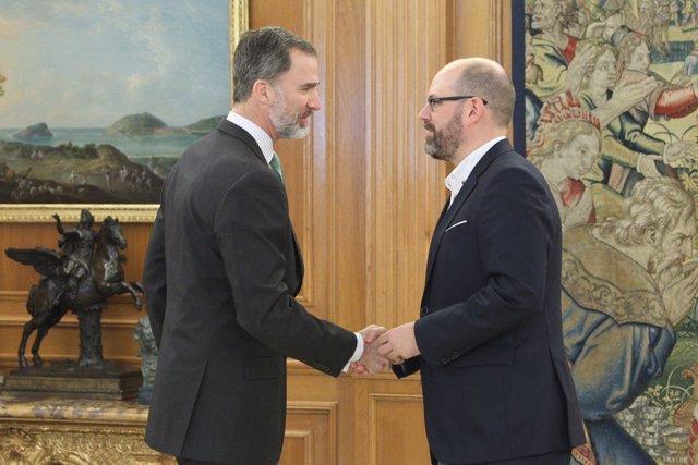 El Rey recibe en audiencia al alcalde de Santiago, Martiño Noriega