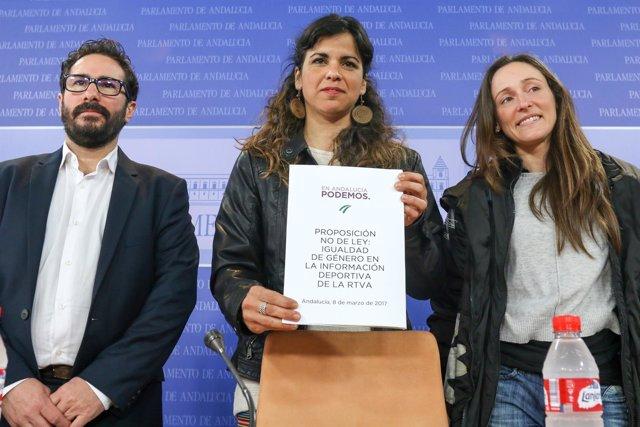 David Moscoso, Teresa Rodríguez y Vicky Vega en la presentación de la PNL