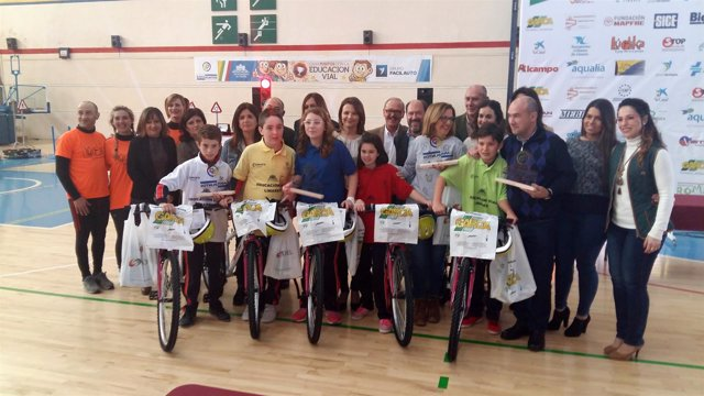 Ganadores en Linares del V concurso 'Gana puntos con la educación vial'.