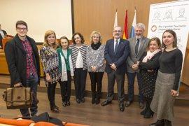 Díaz Tezanos destaca la incorporación de la mujer a la universidad como importante factor de crecimiento económico