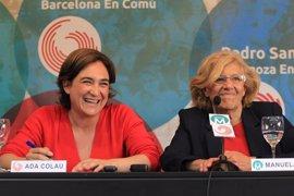 """Carmena defiende que el mundo """"necesita la visión de las mujeres"""" y Colau llama a """"tomar las calles de manera afirmativa"""