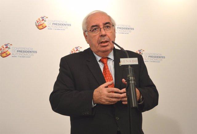Vicente Alvarez Areces ofrece una rueda de prensa en el Senad