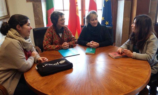 La alcaldesa con Esperanza Botella de UNICEF