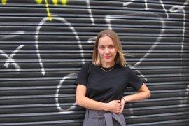 """Stephanie Danler ahonda en la """"orfandad metafórica"""" de los camareros en USA en una novela"""