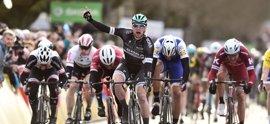 Bennett también sorprende a los grandes velocistas en la tercera etapa de la París-Niza