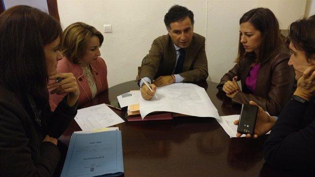 Nota, Foto Y Audio (Reunión Delegada De Fomento Con Alcalde De Moguer Travesía)