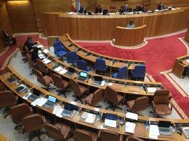 El PP planta a Santos durante la defensa de una iniciativa en el pleno del Parlamento