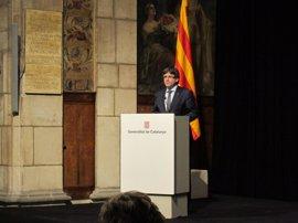 """Puigdemont llama a lograr la igualdad real de género y a evitar su """"involución"""""""