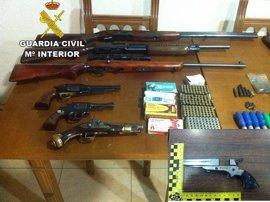 """Un detenido en Navalmoral (Cáceres) por posesión """"ilícita"""" de siete armas de fuego y 396 cartuchos"""