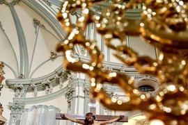 San Juan de Dios recuerda el 75 aniversario de la Cofradía del Cristo del Refugio de Murcia con una exposición