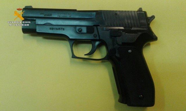 Pistola simulada intervenida por la Guardia Civil