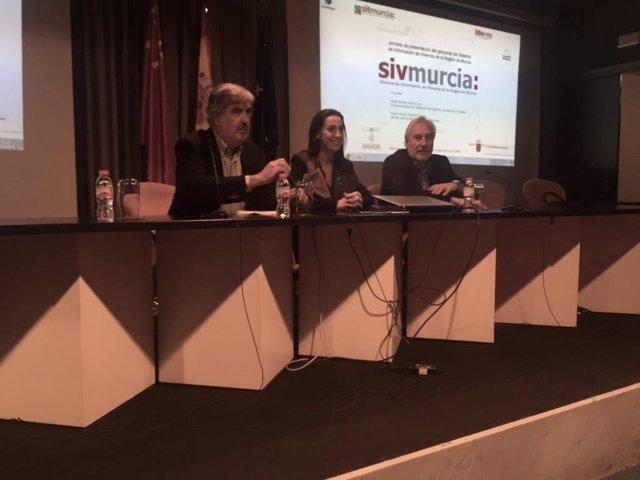La directora general de Vivienda presenta el geoportal SIVMurcia