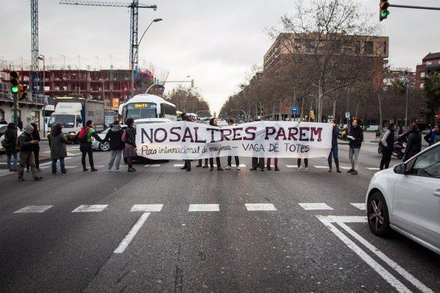Paro viario en Gran Vía de Barcelona por el Día internacional de la mujer