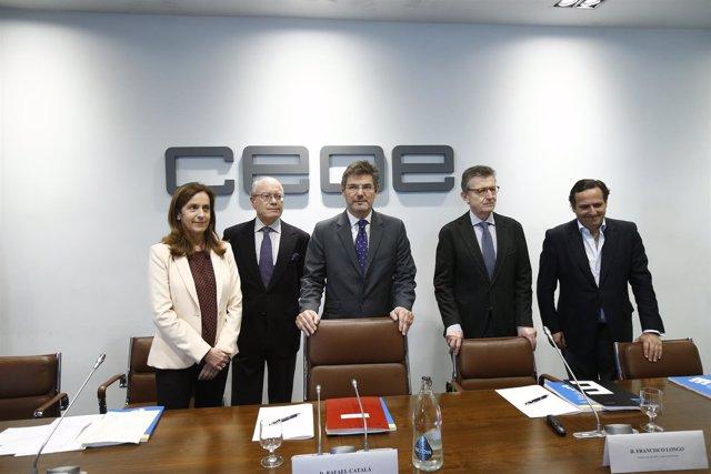 Rafael Catalá y José Luis Feito en la sede de la CEOE