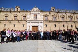 Paro de cinco minutos de todos los grupos del Parlamento andaluz por el Día de la Mujer