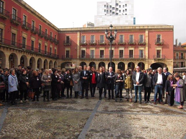 Concentración concejales de Gijón Día 8 de marzo