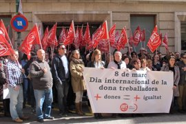 UGT y CCOO se concentran en apoyo al paro internacional por el Día de la Mujer