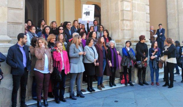Concentración a las puertas del Ayuntamiento de Sevilla por el Día de la Mujer