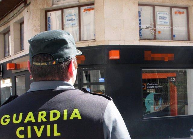 Guardia Civil identifica a un vecino de Jumilla acusado de causar daños en sedes