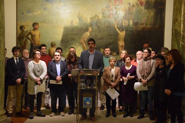 El alcalde, Eneko Goia, y concejales donostiarras