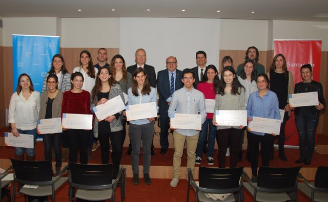 Alumnos de UIC Barcelona obtienen la Beca Alumni-Banco Santander