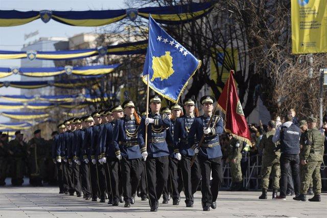 Miembros de la Fuerza de Seguridad de Kosovo en aniversario de independencia