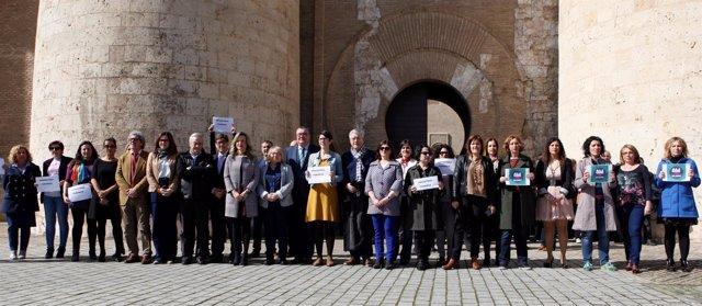 Diputados y personal de las Cortes han conmemorado el Día de la Mujer.