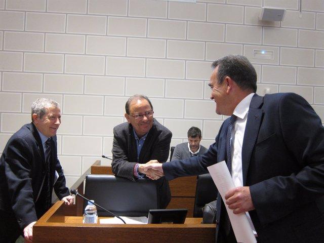 Sánchez Quero (PSOE) saluda a Sanmiguel (PAR), antes del pleno de la DPZ