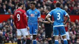Mings, sancionado con cinco partidos por pisar la cabeza a Ibrahimovic