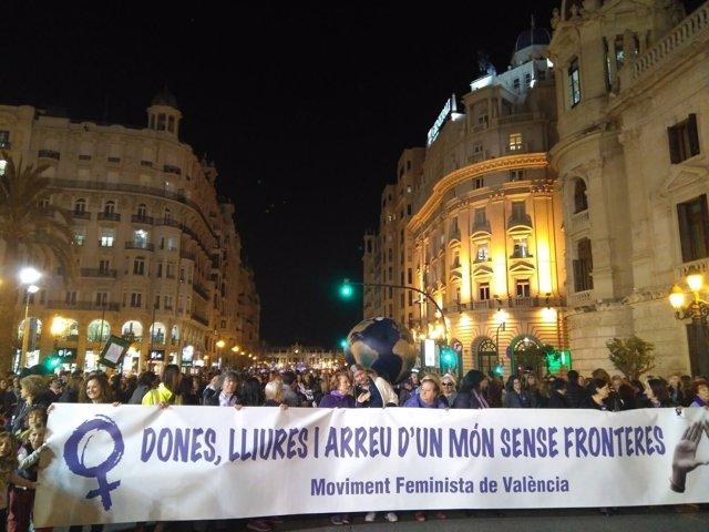 Manifestación multitudinaria en València por el Día Internacional de la Mujer