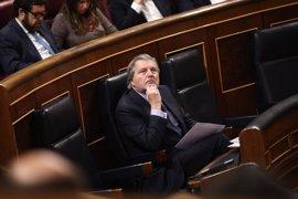 """El Gobierno ve """"extraño"""" que se enfoque en el PP la comisión sobre financiación irregular y apuesta por dialogar"""