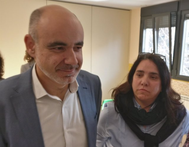 El director de 'La Enseñanza' y la presidenta APA explican actuaciones profesor