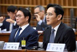 El heredero de Samsung niega todas las acusaciones de corrupción al inicio de su juicio
