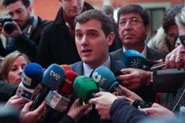 """Rivera ironiza con el gesto de Mas que simboliza la senyera: """"Ahora es la banda del 4%"""""""