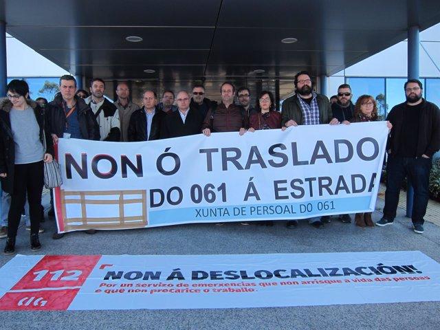 Leiceaga en la concentración con los trabajadores del 112 y 061