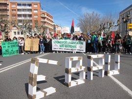 """Alrededor de 1.500 estudiantes se manifiestan en Logroño por una educación """"pública, gratuita, laica y de calidad"""""""
