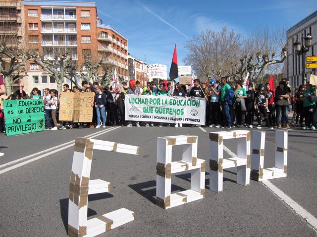 Manifestación De Estudiantes En Logroño Huelga 9M