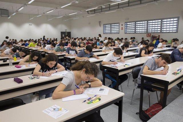 Prueba de acceso a la universidad en el campus de la UPNA