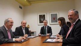 El Gobierno vasco espera cerrar para el miércoles un acuerdo presupuestario con la oposición