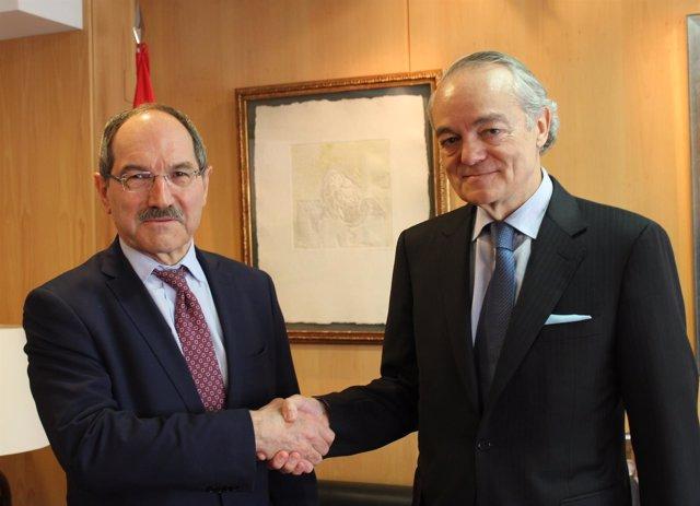El presidente de Ametic, Pedro Mier, y su predecesor, José Manuel de Riva