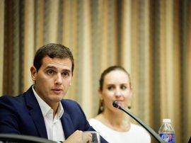 """Rivera ve """"ridículo"""" que el PP pida investigar la financiación de todos los partidos"""