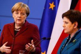 Merkel y la primera ministra polaca se reunirán en biltareal antes de la decisión a 28 sobre Tusk