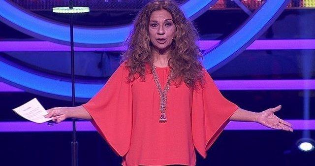 La cantante Lolita, presentando un nuevo concurso musical de Canal Sur TV