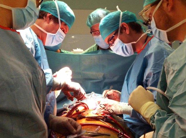 Sustitución de la aorta del corazón a los pies