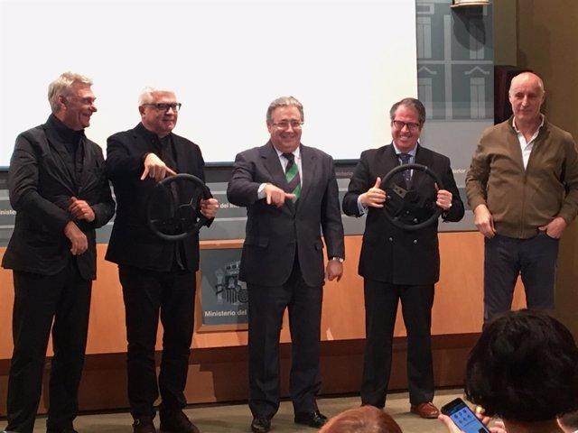 Tricicle, Zoido y Serrano presentan la nueva campaña de la DGT