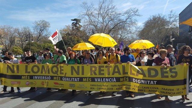 Manifestación contra la LOMCE en València