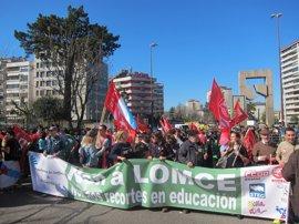 Miles de personas protestan contra la Lomce en una huelga con seguimiento desigual
